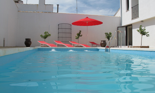 Accommodation and hotels with swimming pool in Baeza